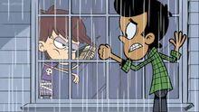 S1E07B Luna shoos Bobby