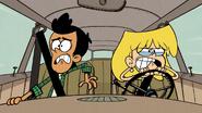 S3E09B Lori mengemudi dengan marah bersama Bobby