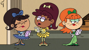 S03E12A Ketiga gadis itu memperkenalkan diri