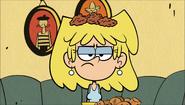 S1E22B Crumbs fall on Lori's head