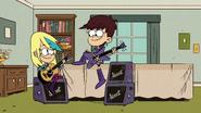S3E10B Sam dan Luna dengan gitar