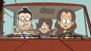 S03E01 Family pulling over for Louds