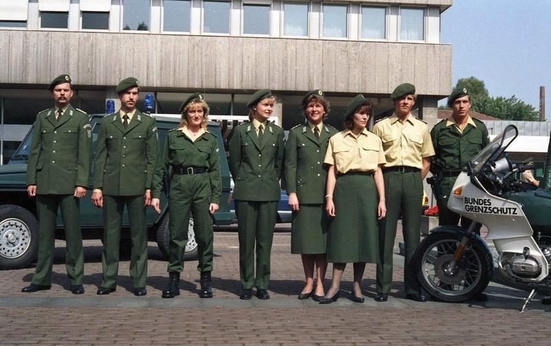 Bundesarchiv B 145 Bild-F075997-0011, Bonn, BMI, Uniformen Bundesgrenzschutz