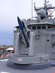 450px-HMAS Adelaide FFG01 Mk13 missile launcher loading part 3