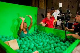 File:Universal Studios Disaster! Pre-Show Part 3 Bathtub for Flood Acter.jpg