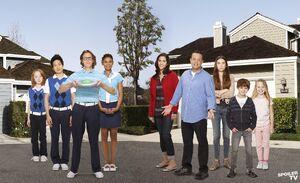 The-Neighbors-cast