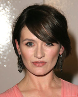 Emily Mortimer newsroom