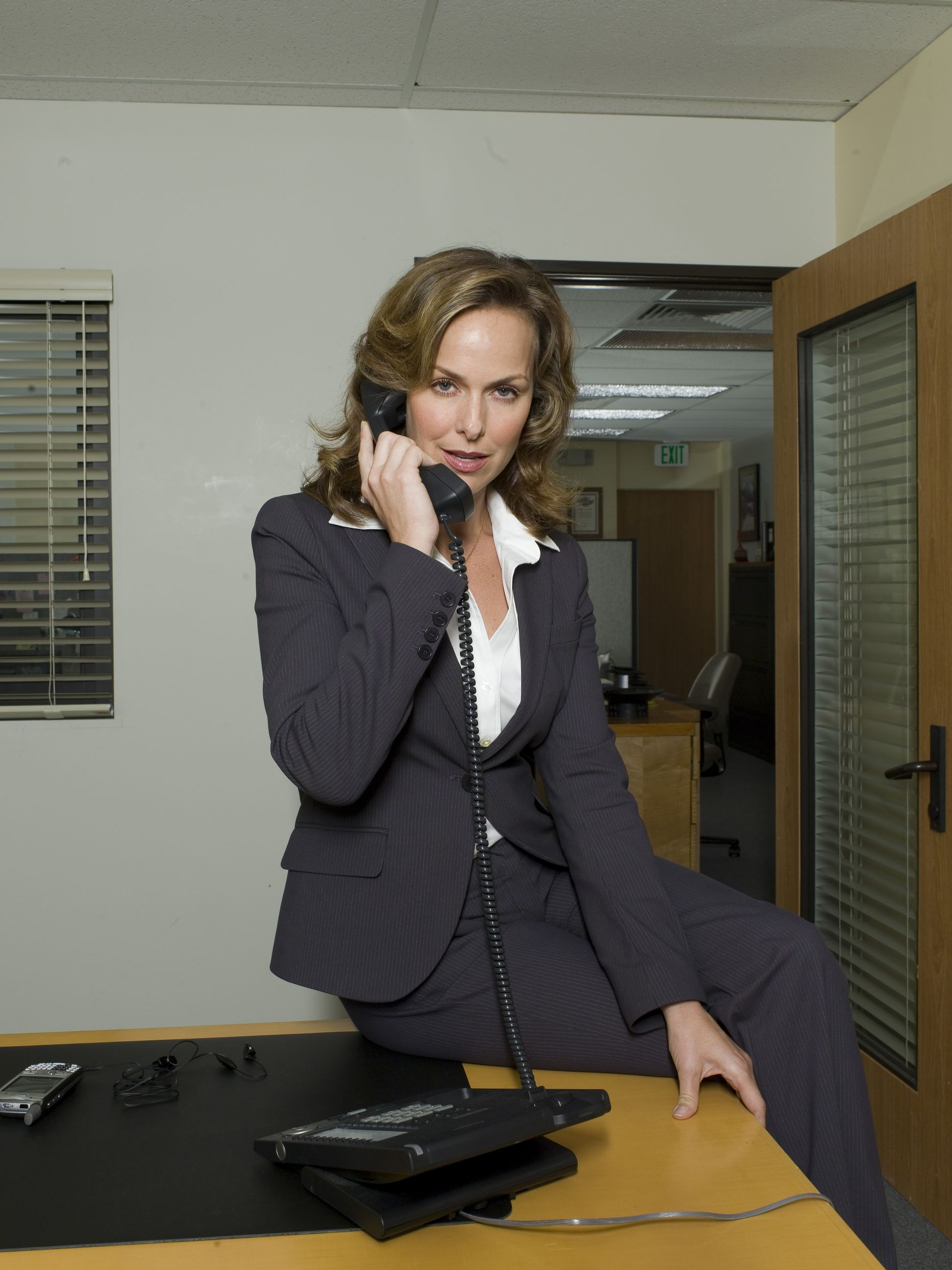 Secretary keeps job by performing sex