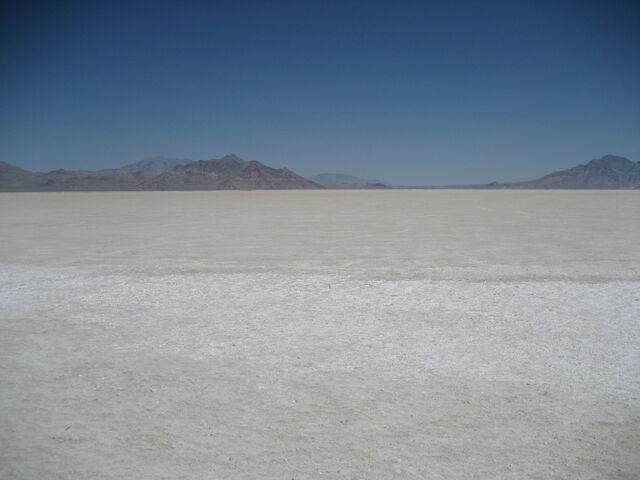 File:Bonneville Salt Flats.jpg
