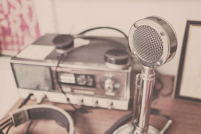 File:Sound-speaker-radio-microphone.jpg