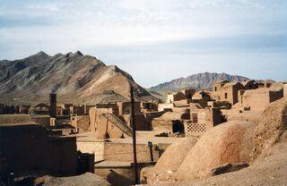 Iran - village dans le désert Dasht-e-Kavir (9261278408)