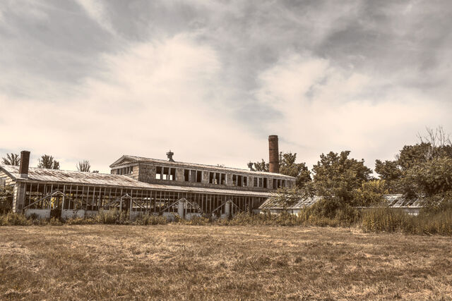 File:Building-broken-factory-old.jpg
