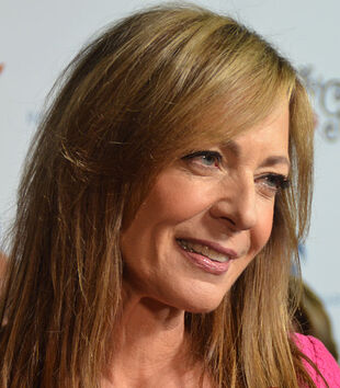 640px-Allison Janney Oct 2014 (cropped)