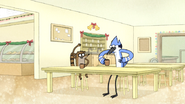 S6E10.002 Mordecai and Rigby Beatboxing
