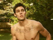 Holden-nowell-shirtless-male-model-call-me-maybe-3