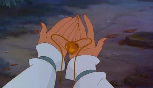 File:Odette's Necklace.jpg