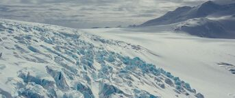 Antarctica establishing shot - The Thing (2011)