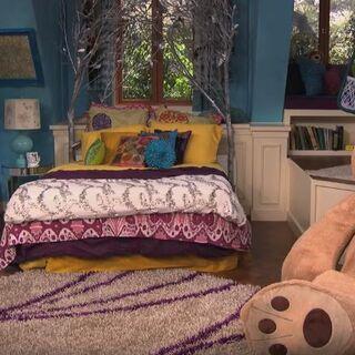 Phoebe entering bedroom