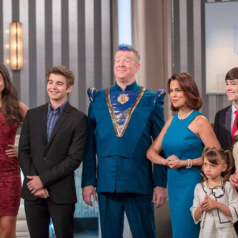 The Thundermans' portrait as First Family of the Hero League.