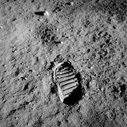 220px-Apollo 11 bootprint