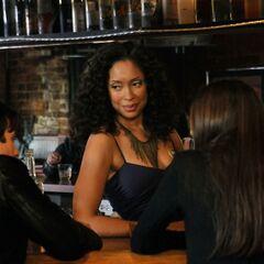 Bree parla con Damon e Elena.