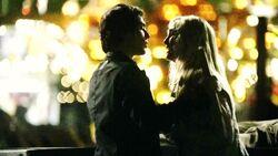 Damon e Caroline 2