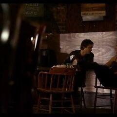Bree parla con Damon.