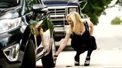 Caroline sabota la macchina