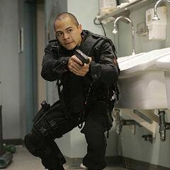 Jose Pablo Cantillo como Duff Gonzalez en <i>Standoff</i>