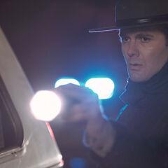 Garrett Dillahunt como <i>Sheriff Baskin</i> en <i>Winter's Bone</i>.
