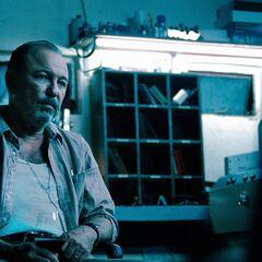 Rubén Blades como <i>Carlos Villar</i> en <i>Safe House</i>.