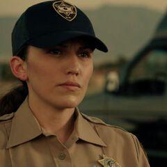 Lisandra Tena como <i>Oficial Gonzales</i> en <i>Cowboy Drifter</i>.