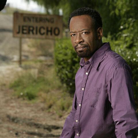 Lennie James como Robert Hawkins en <i>Jericho</i>