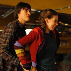 Sam Underwood  como <i>Oliver Sands</i> en <i>The Last Keepers</i>.