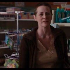Melissa McBride como Mujer con los niños en casa en <i>The Mist</i>