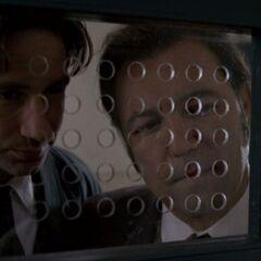 Rubén Blades como <i>Conrad Lozano</i> en <i>The X-Files</i>.