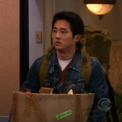 Steven Yeun como Sebastián en <i>The Big Bang Teory</i>