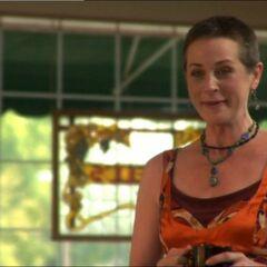 Melissa McBride como Sheila en <i>Lost Crossing</i>