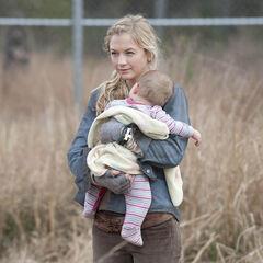 Emily Kinney en el episodio