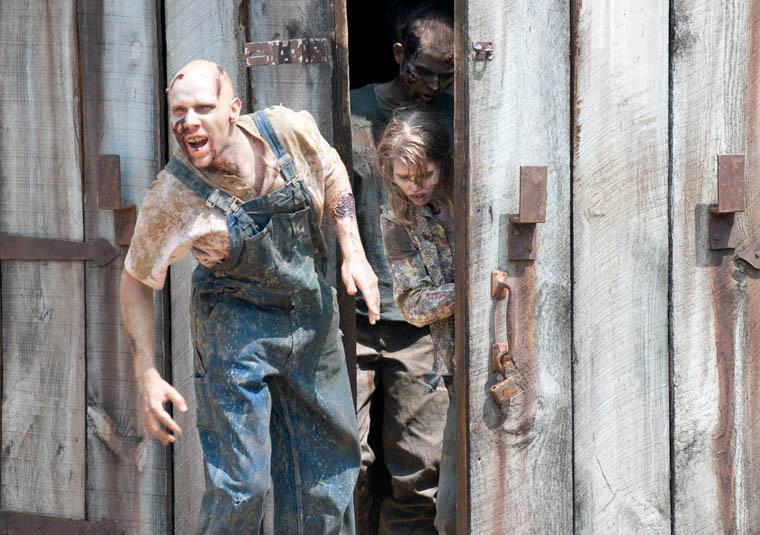Imagen Walker Barn 2x07g The Walking Dead Wiki Fandom