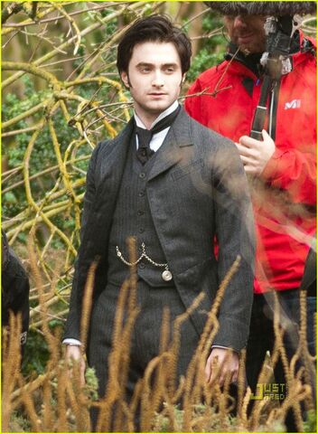 File:Daniel-radcliffe-woman-in-black-01.jpg