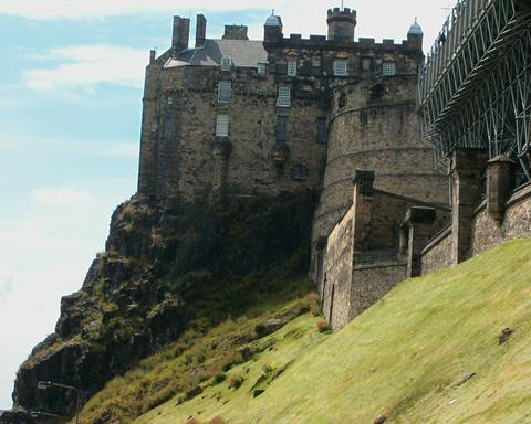 File:Edinburgh Castle by supernova7.jpg