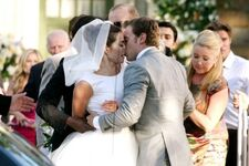 Villy wedding kiss