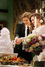 JT & Victoria cut cake