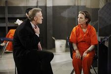 Jeffrey visits Gloria in prison
