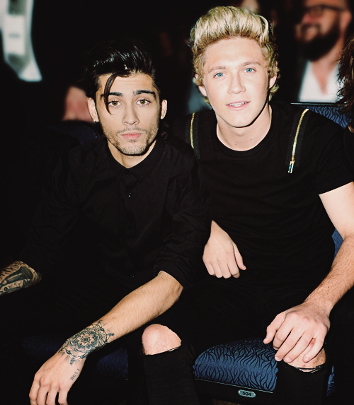 Zayn And Niall Cuddling Niall Horan | Z...