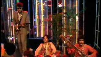 Blancmange Living On The Ceiling TOTP (HQ)