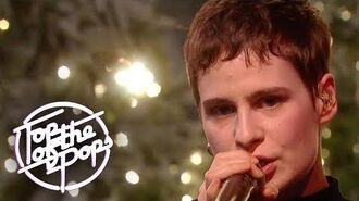 Christine & The Queens - Girlfriend (Top Of The Pops New Year 2018)
