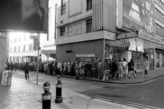 1977-12-27 Star Wars opening day queue