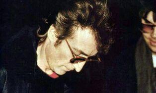 1980-12-08 john-lennon-mark-chapman 01-580x348